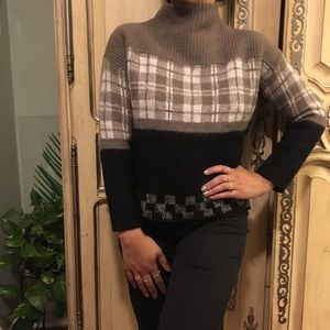Acrylic/wool/nylon xs/s mock neck sweater